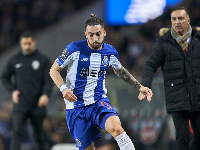 Barcelona join Chelsea in Alex Telles sweepstakes — report