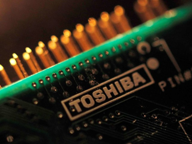 Bain-Apple Group to Purchase Toshiba's Memory Chip Business