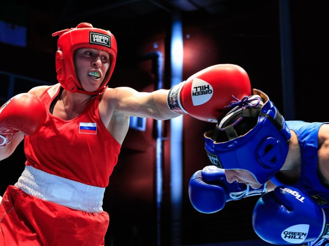 Dalgatova spurred on by home crowd at AIBA Women's World Boxing Championships
