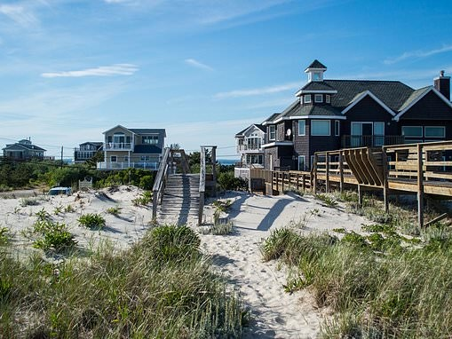 Wealthy tenants are SQUATTING in multi-million dollar homes in the Hamptons