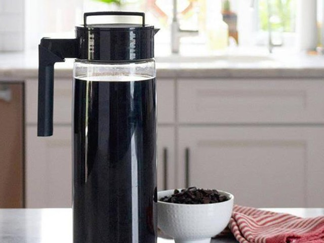 I save hundreds of dollars on coffee every year by using this cheap $20 cold brew maker at home
