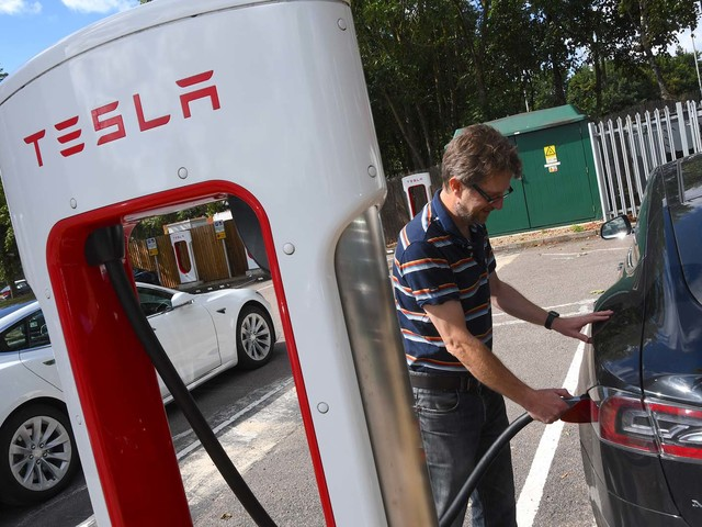A day in the life of a Tesla supercharger