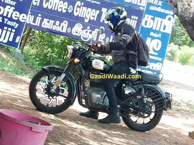 2021 Royal Enfield Classic 350 Spied With New Dual-Tone Alloy Wheels