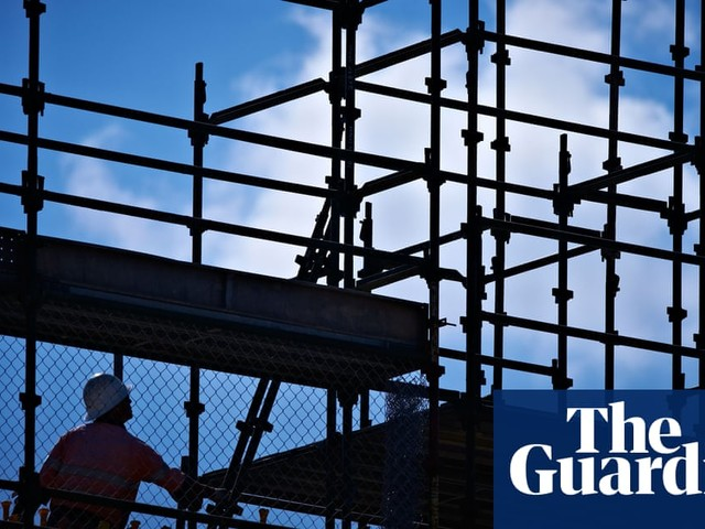 Staff and materials shortages slow growth in UK construction sector