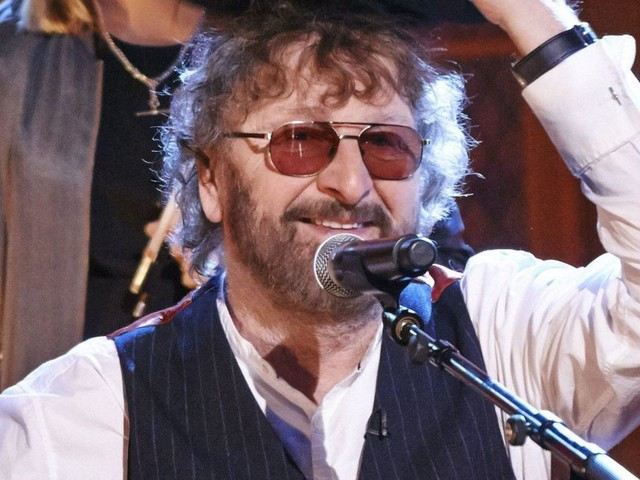Tottenham Hotspurs and Frank Bruno lead tributes as Chas and Dave singer Chas Hodges dies, aged 74