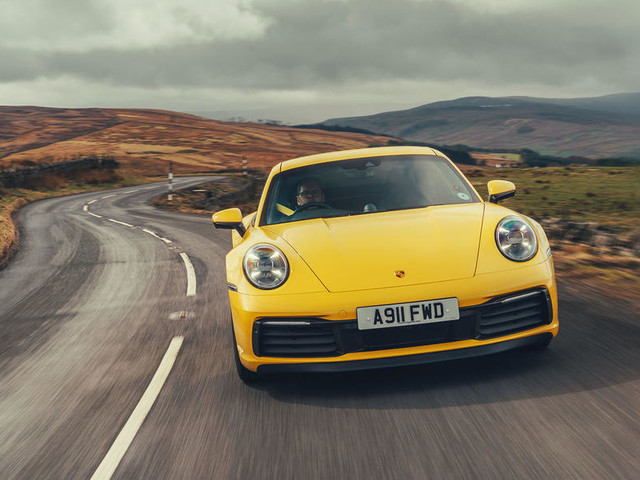 Porsche 911 to gain manual gearbox option