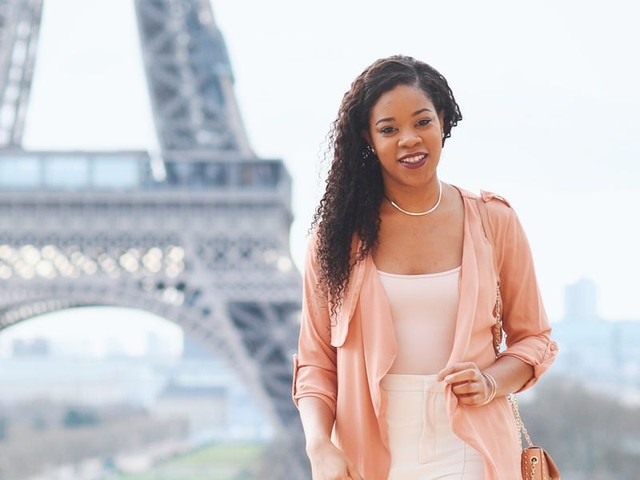 How a former marketing director moved to Paris, launched a coaching business, and made $847,000 in her second year