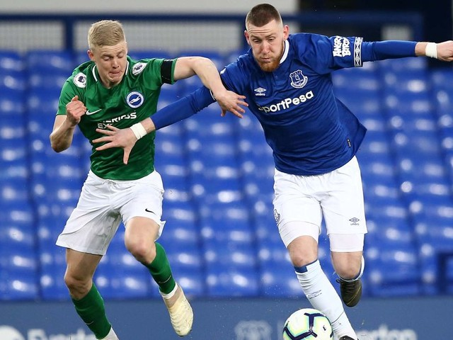 Everton winger looks for second loan move after difficult half season