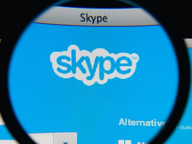 How to set up a Skype conference call between Skype users for free, or between non-users for a fee