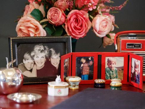 Gifts to Britain's Queen Elizabeth II go on display
