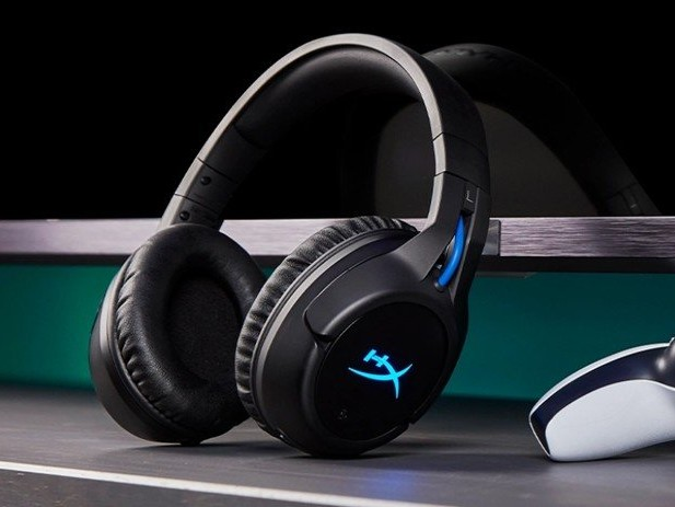 HyperX Cloud Flight PlayStation and CloudX Stinger Core Xbox wireless gaming headsets