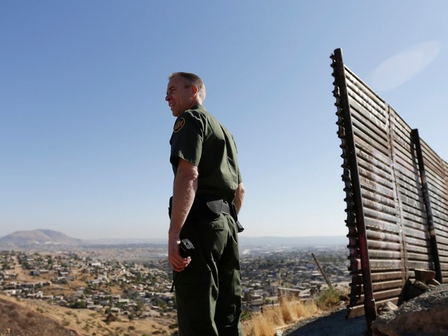 Trump wants to dramatically seal off the US-Mexico border, but White House officials reportedly think it's a terrible idea that wouldn't work