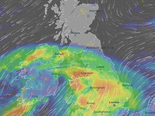 UK weather forecast: Flood risk as four days of rain starts on highest tide of year TODAY, Met Office warns