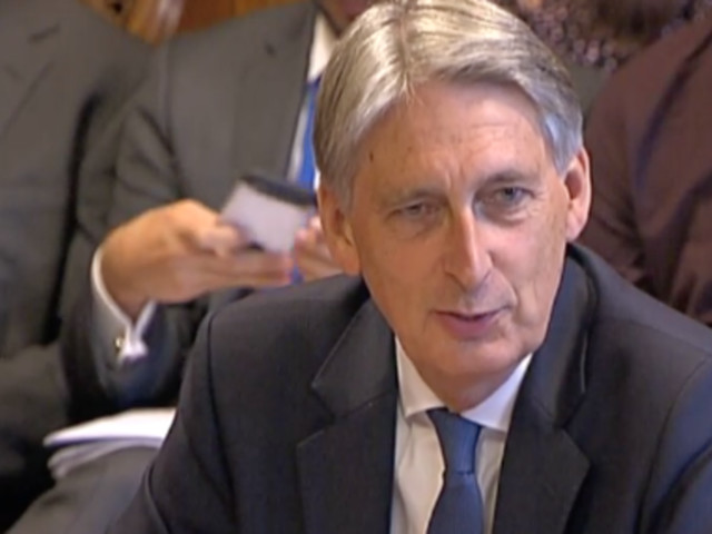 UK Ports Can't Deal With Even 'Minutes' Of Customs Checks Post-Brexit, Philip Hammond Reveals