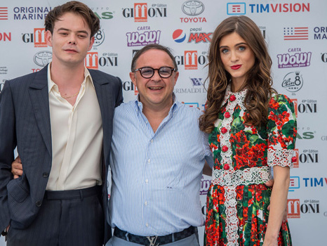 'Stranger Things' Star Natalia Dyer Looks Gorgeous In Floral Dress At Event With Costar & BF Charlie Heaton