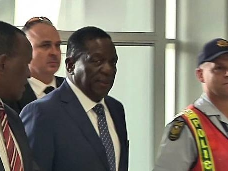 Zimbabwe's leader-in-waiting appeals for unity and peace in 'new democracy'