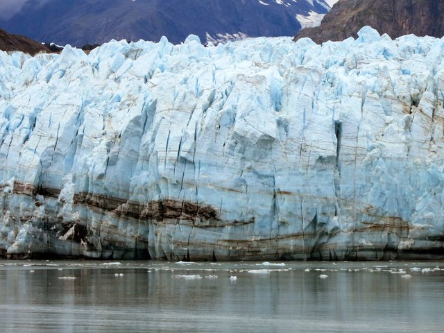 Distressing photos show glaciers that are disappearing or on the brink of collapse around the world