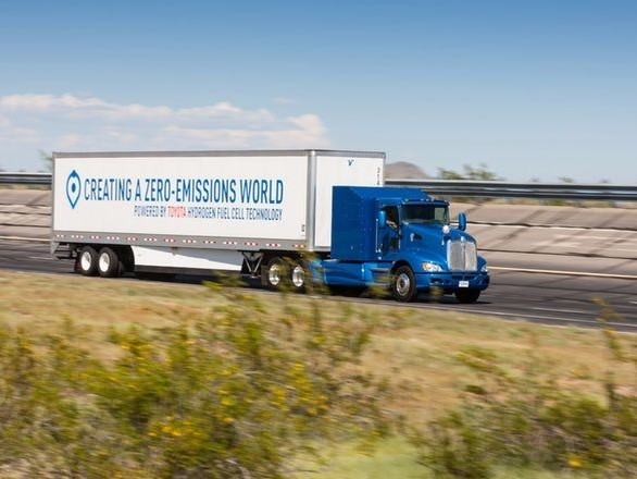 Zero-Emissions Hydrogen Trucks - This Big Rig Truck was Retrofitted by Toyota to Run on Hydrogen (TrendHunter.com)