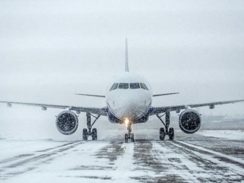 How airlines and pilots prepare to fly in extreme weather
