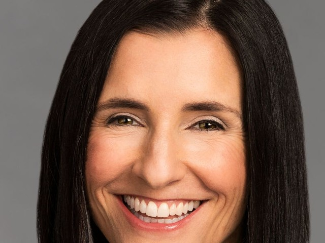 A Salesforce SVP and expert networker says it's crucial for business leaders to find and build online community — and shares her best advice on how to do it