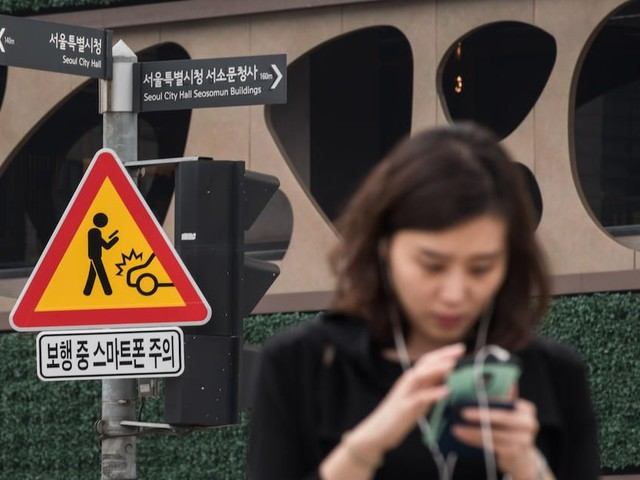 South Korea goes full Daft Punk to keep smartphone users out of intersections - Roadshow