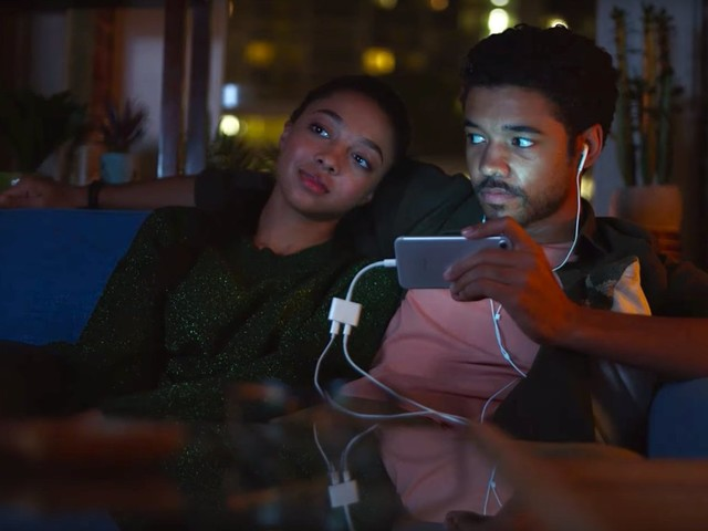 Samsung spent years trolling Apple in commercials. Now it's cloning an iPhone feature it mocked and has deleted the ads.