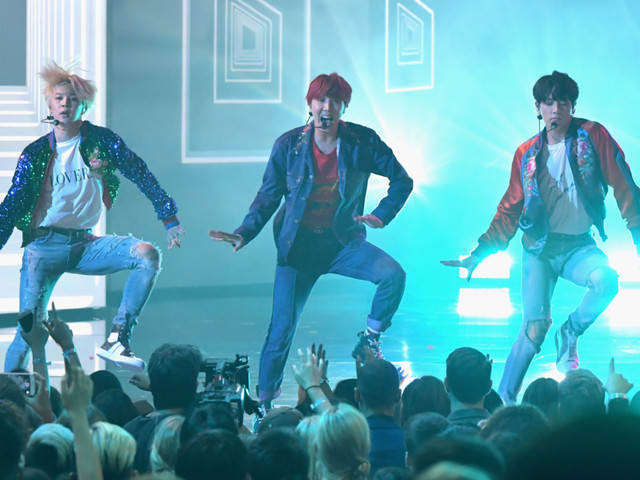 AMAs: BTS Showed Off Their Dance Moves With Their American TV Debut