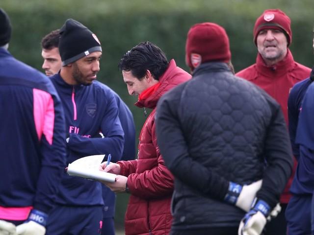 Arsenal have just 1 fit centre-back — but Unai Emery assures fans he's got a plan