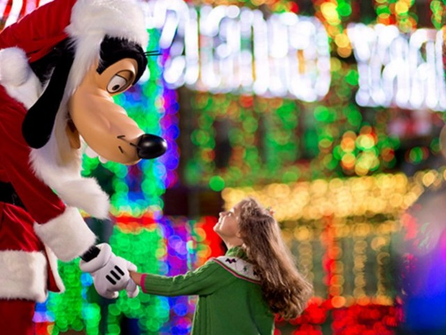 Former employees reveal what it's like to work at Disney parks over the holidays
