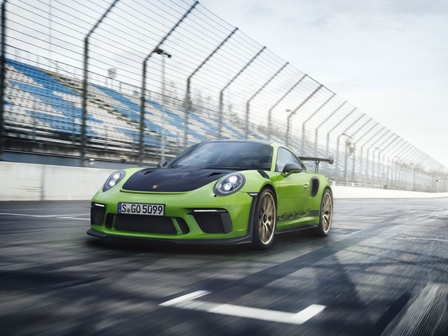 2018 Porsche 911 GT3 RS Launched, Priced At Rs. 2.74 Crores
