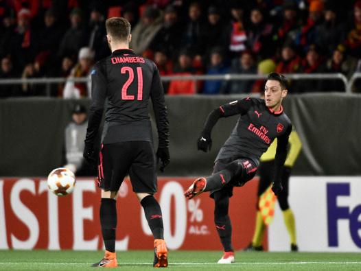 Arsenal ease to victory, Batshuayi grabs Dortmund comeback win