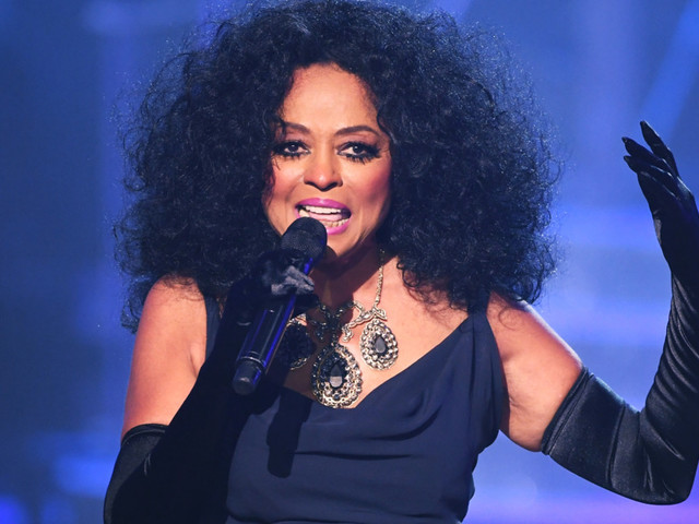 Diana Ross Honored With an AMA Lifetime Achievement Award and a Fanny Pack
