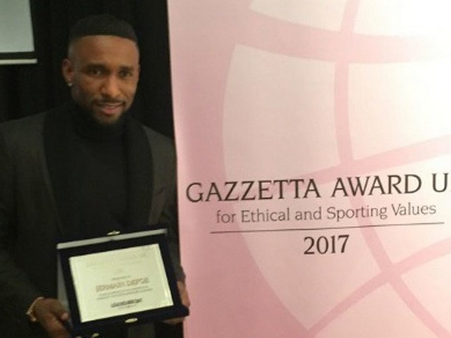 Jermain Defoe wins 'ethical and sporting values' award from Gazzetta dello Sport for Bradley Lowery support