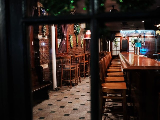 Coronavirus shutdowns: How bars, cafes and restaurants are fighting to stay afloat - CNET