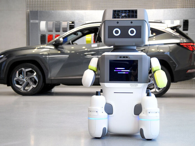 Automotive Showroom Robots - The Hyundai 'DAL-e' Robot Guides Consumers When Looking for a Car (TrendHunter.com)