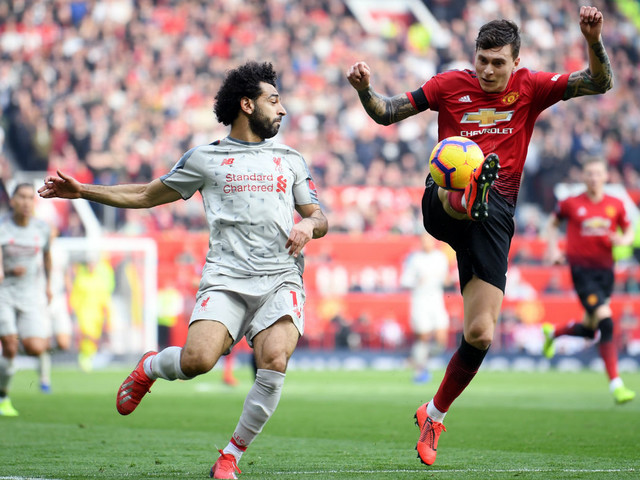 Premier League: Liverpool go back to the top but fail to impress at Man Utd