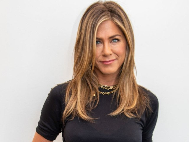 Jennifer Aniston makes Instagram debut in style with complete Friends reunion photo