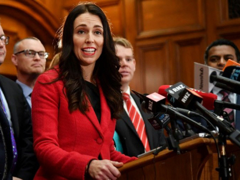 'Jacinda-mania' takes New Zealand election to the wire