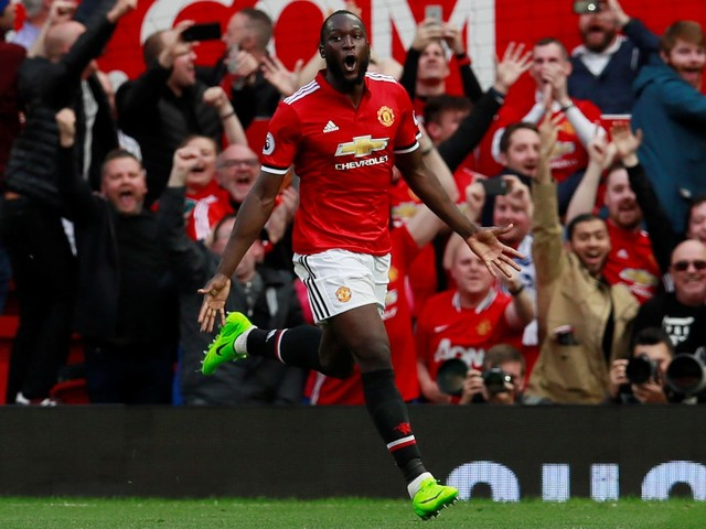 Manchester United issue statement to fans over vile Lukaku chant