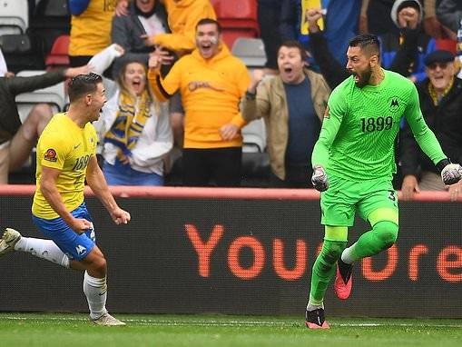 Torquay goalkeeper Cavolan Cavagnari scores dramatic injury time equaliser against Hartlepool