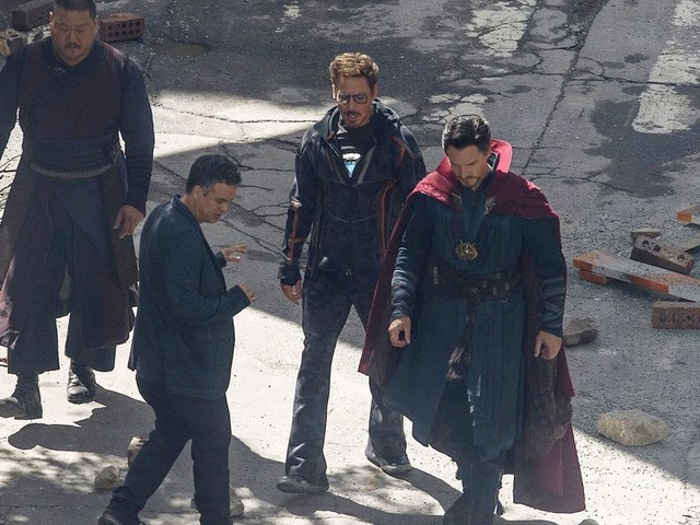 What is Tony Stark even wearing in those new 'Avengers: Infinity War' set photos?
