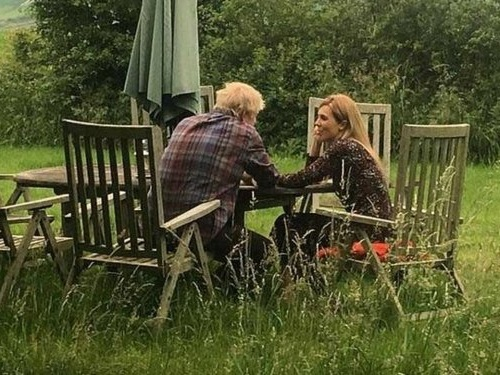 Boris Johnson refuses to deny reconciliation photo with his girlfriend was staged
