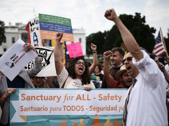 As 150 Dreamers lobby Congress, DACA renewal deadline just hours away
