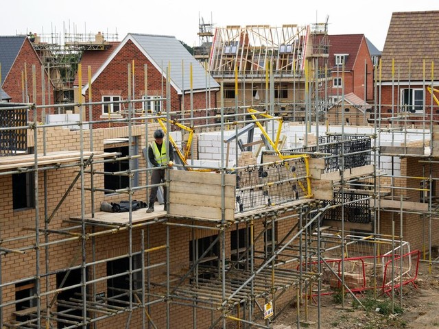 Campaign for builders to work four-day weeks to cut 40 deaths a year