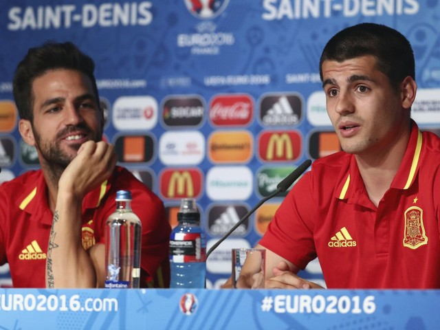 Fàbregas challenges Morata and Batshuayi to improve and cope with the pressure at Chelsea