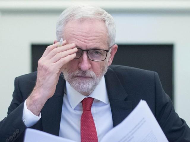 Labour peers slam Corbyn over antisemitism in newspaper ad