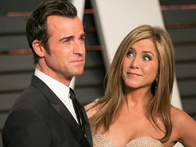 E!: Jennifer Aniston is 'adjusting to living by herself & not having Justin around'