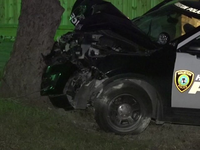 2 HPD officers hospitalized after crashing while trying to use PIT maneuver during chase