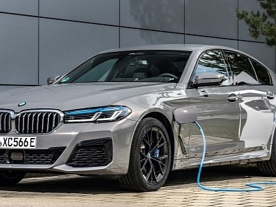 2021 BMW 5 Series Gains Powerful Plug-In Hybrid Option Called 545e xDrive