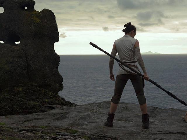 NewStar Wars: The Last JediPhotos Show Rey and Luke Skywalker Having a Stare-Down